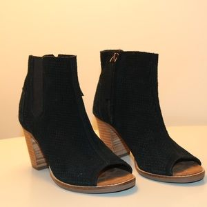 Toms black wedges ! Great condition !